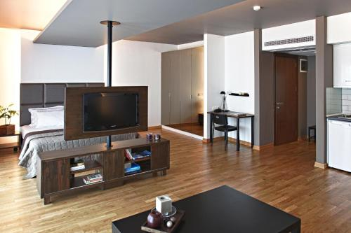 A television and/or entertainment center at Apartman Istanbul
