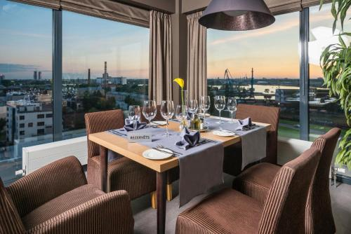 A restaurant or other place to eat at Rija Port Hotel Riga