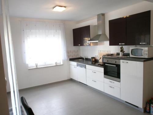 A kitchen or kitchenette at Apartments Bora