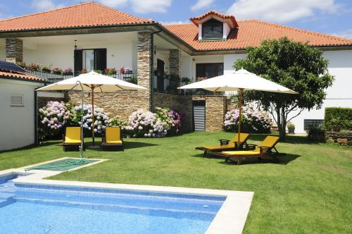 The swimming pool at or near Quinta Monte Sao Sebastiao