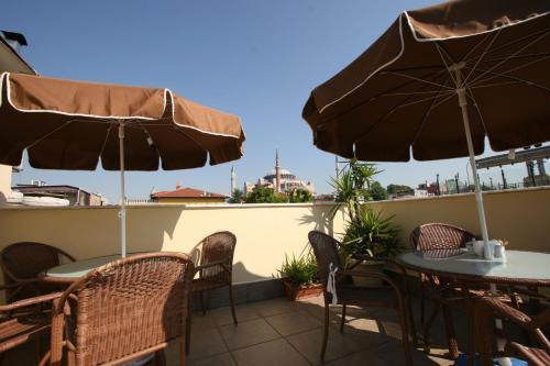 A balcony or terrace at Hanedan Hotel