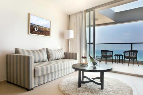 A seating area at Ramada Hotel & Suites by Wyndham Netanya