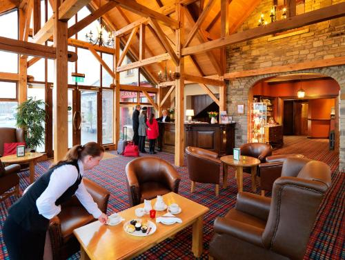 A restaurant or other place to eat at Silver Tassie Hotel & Spa