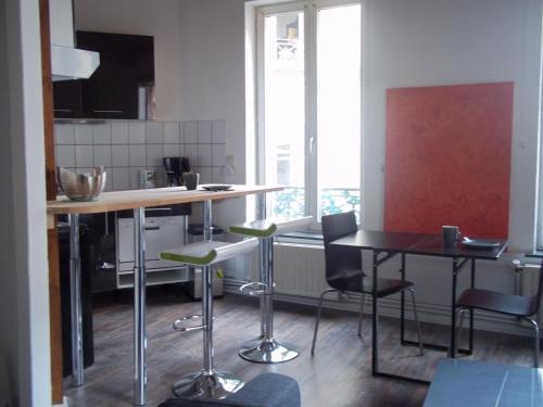 A kitchen or kitchenette at City Break