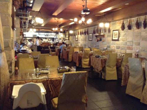 A restaurant or other place to eat at Cingjing Constantinople
