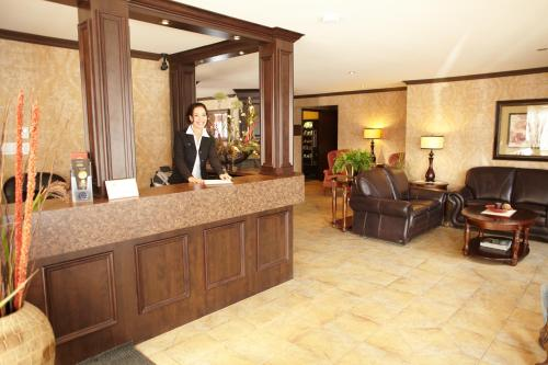 The lobby or reception area at Hotel & Suites Monte-Cristo