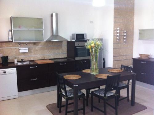 A kitchen or kitchenette at Genista Apartment