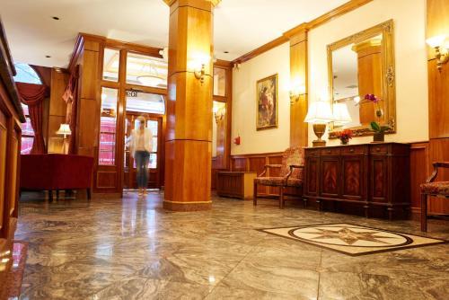 הלובי או אזור הקבלה ב-Hotel St. James