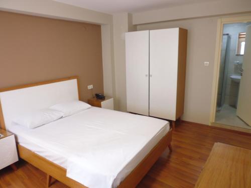 Кровать или кровати в номере İpek Hotel
