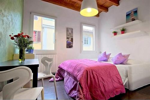 A bed or beds in a room at Apartments Florence - San Gallo 3