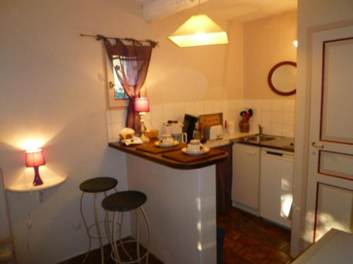 A kitchen or kitchenette at Les Tournillayres