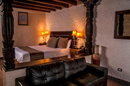A bed or beds in a room at Las Rocas Resort & Spa