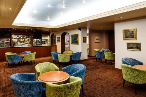 The lounge or bar area at Mercure Norwich Hotel