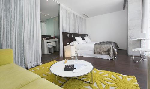Säng eller sängar i ett rum på Hospes Palacio de los Patos