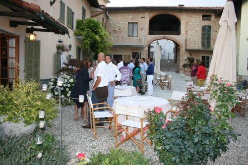 Ein Restaurant oder anderes Speiselokal in der Unterkunft Anticoborgo