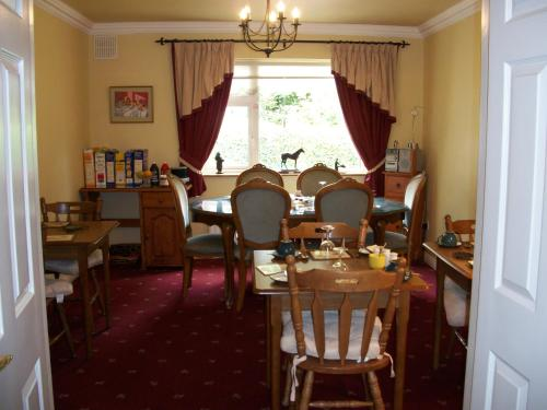 A restaurant or other place to eat at Corrib View Guesthouse