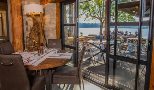 A restaurant or other place to eat at L'Atelier de Donat