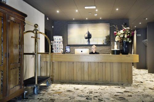 De lobby of receptie bij Hotel Wesseling