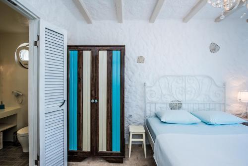 Un ou plusieurs lits dans un hébergement de l'établissement La Vela Hotel - Adult Only