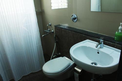 A bathroom at Aashiyana Inn