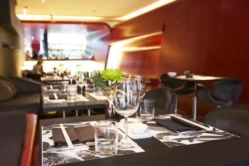 Restaurant ou autre lieu de restauration dans l'établissement Hotel Q! Berlin