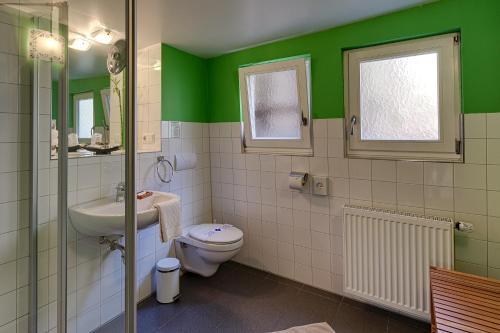 Ein Badezimmer in der Unterkunft Hotel Kleine Radlerherberge
