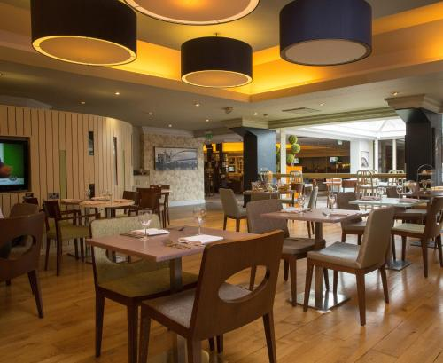 A restaurant or other place to eat at DoubleTree by Hilton Newbury North