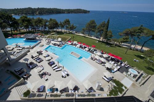 Вид на бассейн в Hotel Parentium Plava Laguna или окрестностях