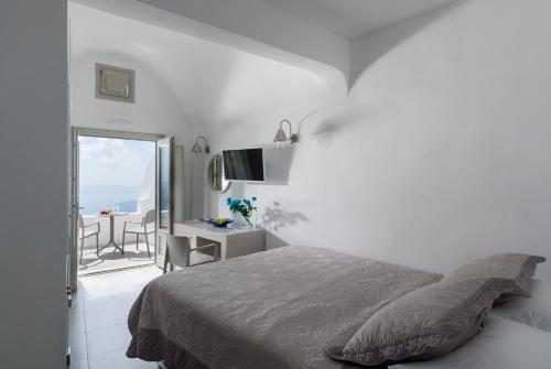 A bed or beds in a room at Krokos Villas