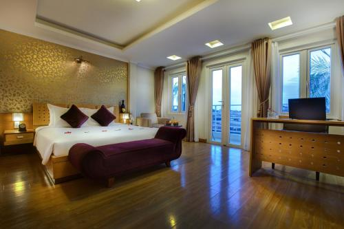 A bed or beds in a room at La Storia Ruby Hotel