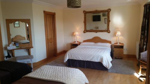 A bed or beds in a room at Caldra B&B