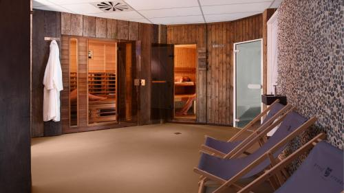 The fitness center and/or fitness facilities at Hotel Greenside Texel