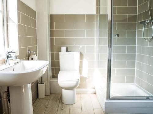 A bathroom at The Pheasant at Neenton
