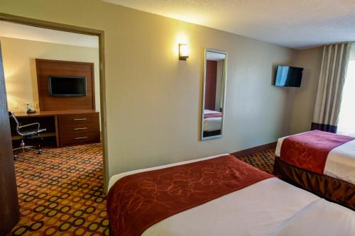 A bed or beds in a room at Comfort Suites Airport Charlotte