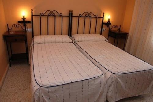 A bed or beds in a room at Hotel Don Juan
