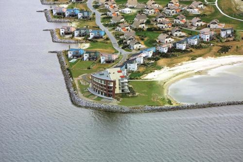 Een luchtfoto van Beach Resort Makkum Luxe Appartementen
