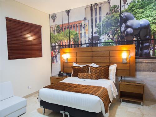 A bed or beds in a room at Hotel Dorado La 70