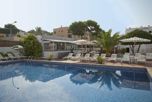 Bazén v ubytování Hostal Montesol nebo v jeho okolí