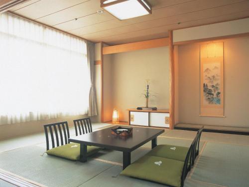 A seating area at Hanayagi no Sho Keizan