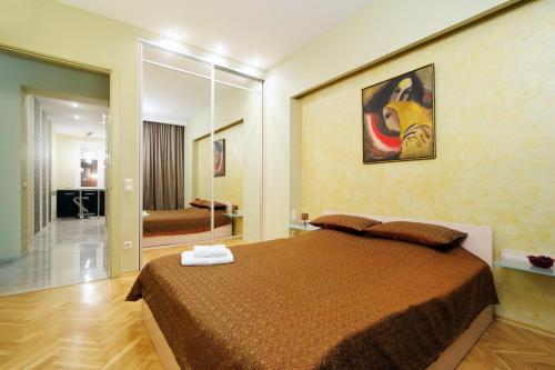 A bed or beds in a room at PARK! Nezavisimosti 78