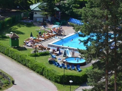 Вид на бассейн в Санаторий Алтай - West или окрестностях