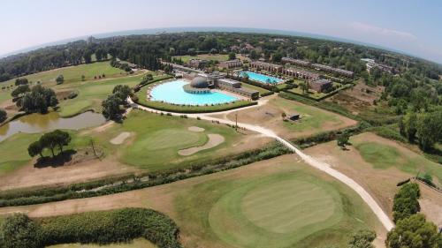 Vista aerea di Cosmopolitan Golf & Beach Resort