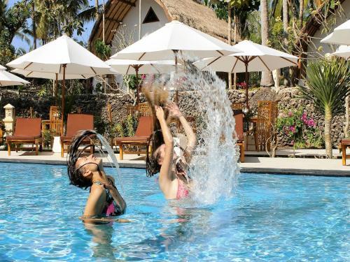 The swimming pool at or near Coco Resort Penida