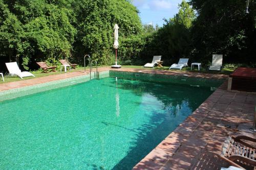 The swimming pool at or near Molinos de Fuenteheridos