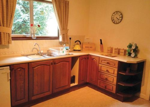 A kitchen or kitchenette at Lime Tree Park