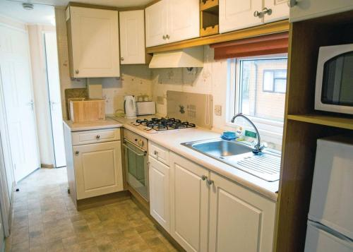 A kitchen or kitchenette at Crake Valley