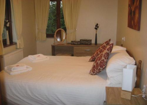A bed or beds in a room at Pound Farm Lodges