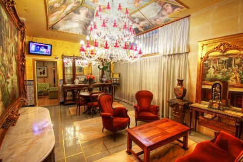 El salón o zona de bar de Hotel Paris Centro