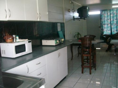 A kitchen or kitchenette at Capricorn Apartment Hotel