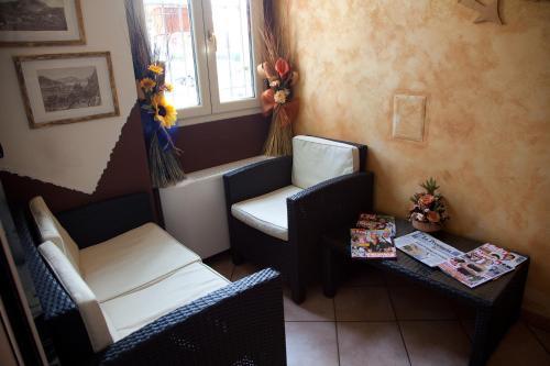 A seating area at Albergo Da Angela